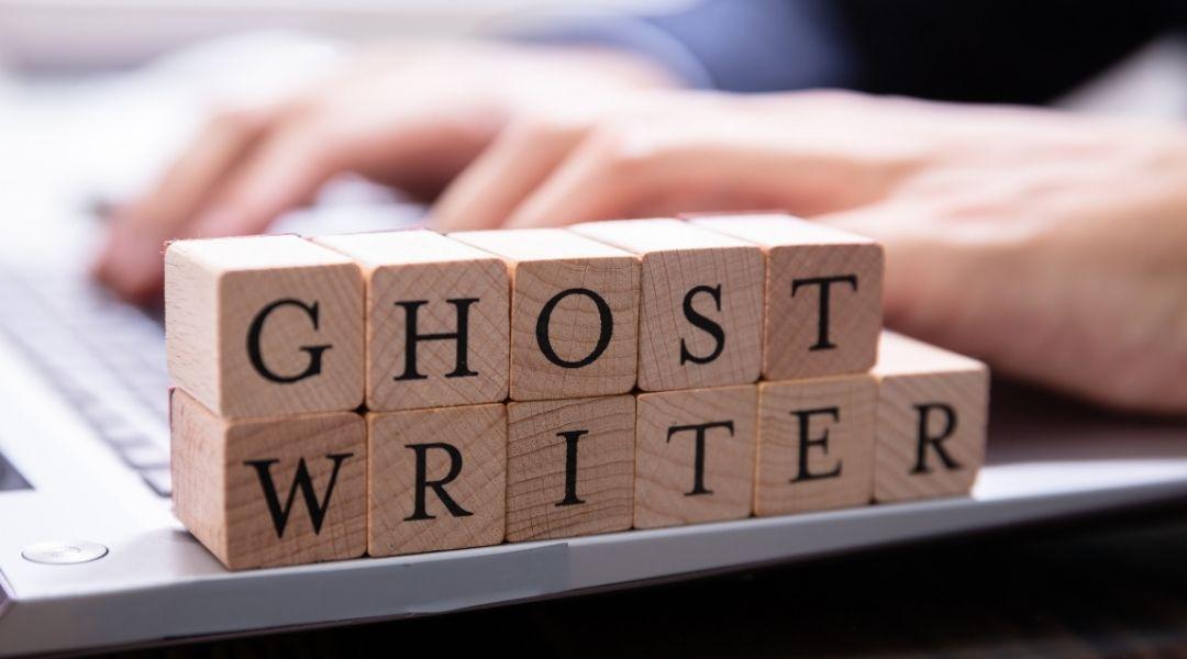 Um ghostwriter habilidoso propõe, pesquisa, desenvolve, cura e edita conteúdo