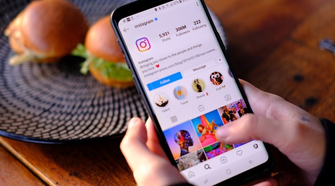 Um feed organizado permite que a pessoa encontre a informação que busca com mais facilidade